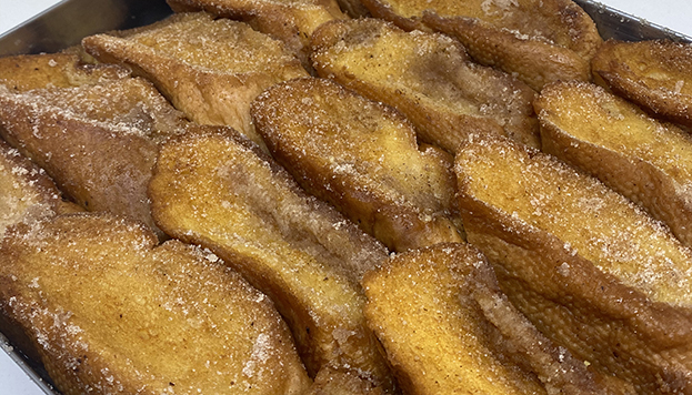 How do you prefer them: made with milk or wine? These mouth-watering torrijas are made by the Manacor patisserie chain.