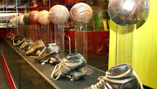 Balones y zapatillas. Museo Atlético de Madrid