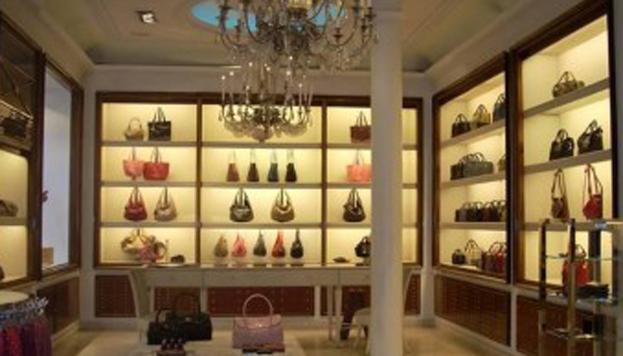 Interior de la tienda de Loewe, en Gran Vía
