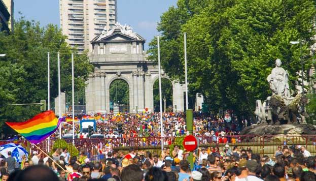Puerta de Alcalá. Fiestas del Orgullo