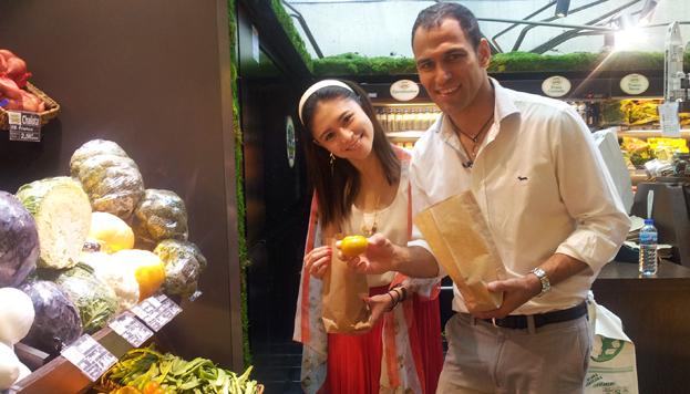 Entre frutas y verduras. Mercado de San Antón
