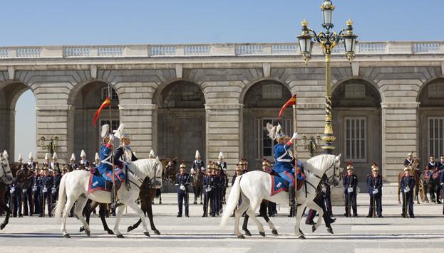 Solemne Relevo de la Guardia Real