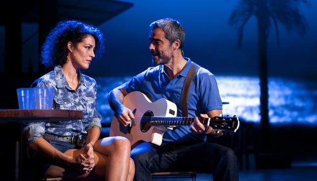 Nando González y Rocío Madrid, el dueño del bar y la camarera, son Dos imanes