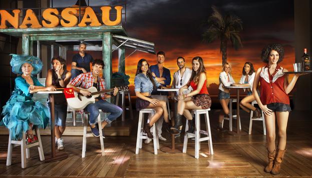 Los protagonistas de Marta tiene un marcapasos en el bar Nassau