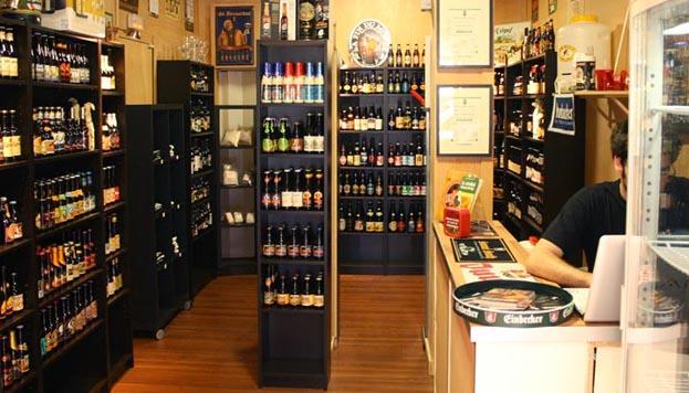 En el barrio de Malasaña, Cervezorama es una tienda de cervezas delicatessen