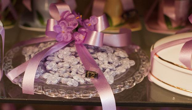 Así envuelven en La Violeta sus riquísimos caramelos