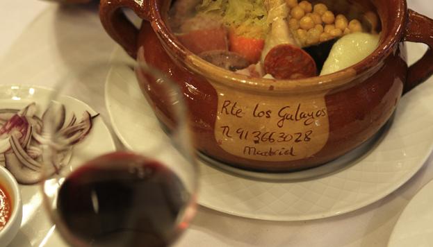 Los Galayos, en la Plaza Mayor, es un restaurante centenario que apuesta por los platos con más solera.