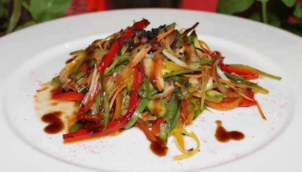 Wok de verduras Thai con un toque de paprika.