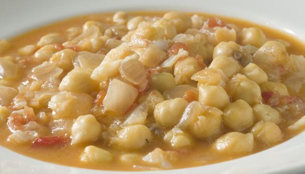 En el restaurante Ponzano preparan el tradicional potaje de vigilia con kokotxas.