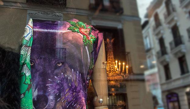 Poison es moda y es arte. Un lugar único con diseños de firmas que no es habitual ver en los circuitos de compras habituales.