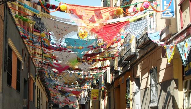 La mezcla de razas y también de colores son uno de los grandes atractivos del barrio de Lavapiés.