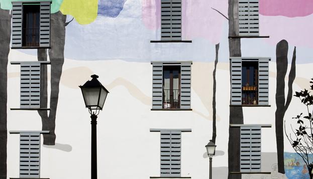 Al pasear sin rumbo por Madrid, es fácil encontrarse con sorpresas, como esta fachada de Lavapies.