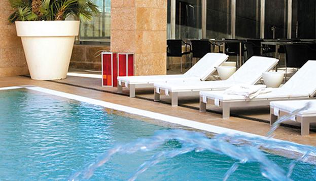 Exquisito y moderno. Así es el Hotel Urban y así es su más que agradable terraza con piscina.