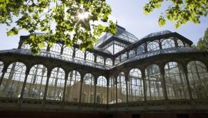 En el parque de El Retiro hay rincones sorprendentes como el Palacio de Cristal (©José Barea, MD).