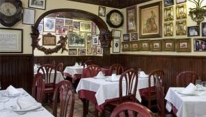 El restaurante de Casa Alberto se ubica en el antiguo cuarto donde se guardaba el vino en pellejos de piel.