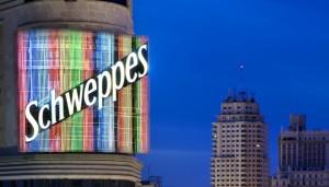 No las hemos contado, pero el anuncio de Schweppes tiene 312 barras (©José Barea, MD).