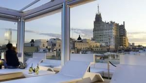 Para bañarse o tomarse una copa, la terraza del Hotel Room Mate Óscar, en Chueca, es perfecta.
