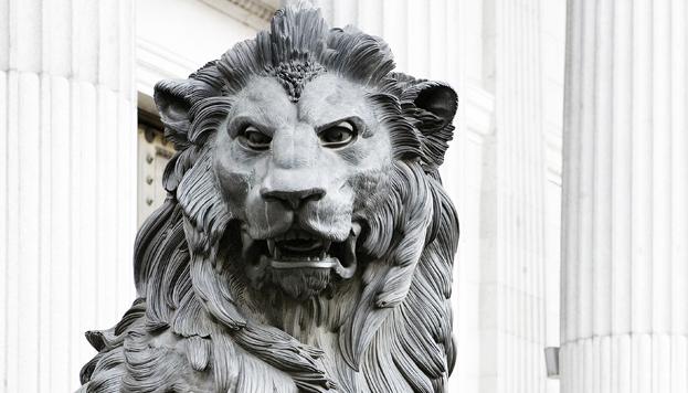 ¿Es Daoíz o Velarde? Lo que está claro es que este león está en las Cortes (©José Barea, MD).