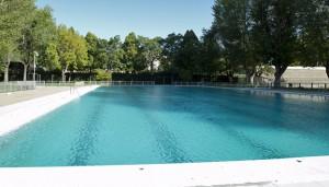 Para refrescarse y olvidarse de las altas temperaturas, nada mejor que un chapuzón en una piscina pública.