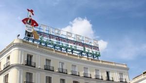 Tío Pepe ha vuelto a la Puerta del Sol. Podéis verlo en la azotea del número 11 de la plaza.