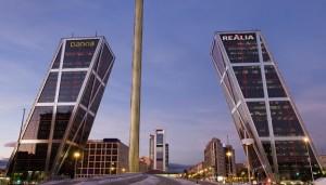 En la plaza de Castilla hay que hacer una foto de las torres inclinadas (©José Barea, MD).