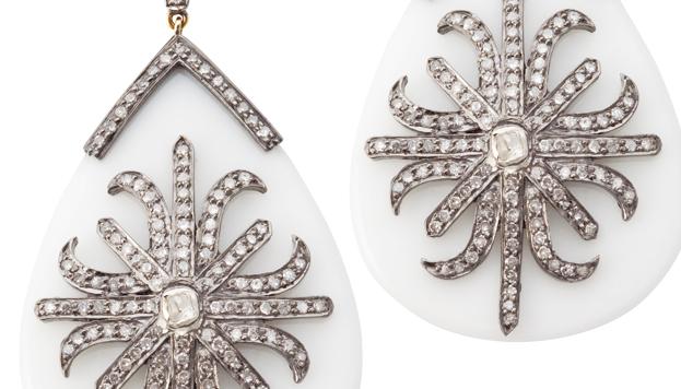 Rania de Jordania ha lucido en alguna ocasión joyas de Elena C, como estos pendientes.