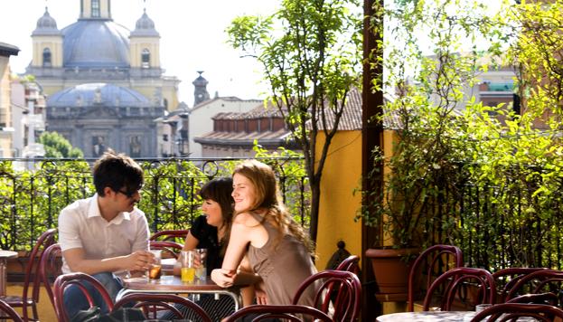 La Latina es un barrio histórico siempre muy animado. ¿Por qué? Muy sencillo: porque está lleno de bares.