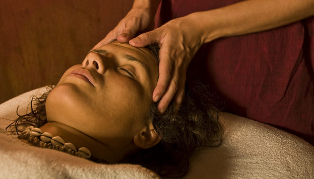 El relax total llega en la sala de masajes, donde tú eliges la esencia: de lavanda, rosa, violeta o ámbar rojo.