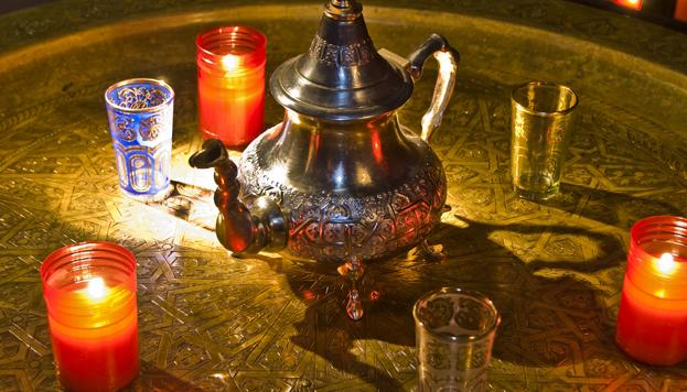 En el Hammam Al Andalus hay una sala de reposo con una fuente de té verde a la menta.