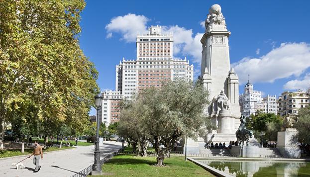 ¡No te vayas de Madrid sin hacerte una foto con Don Quijote y Sancho en la Plaza de España (©Jose Barea, MD).