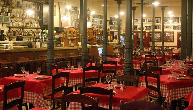 Casa Patas es también taberna-restaurante, donde se sirven tapas y cocina tradicional.