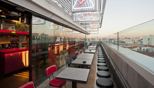 Y para terminar... ¡un cóctel en la terraza! Y, además, con vistas a los tejados de Madrid.