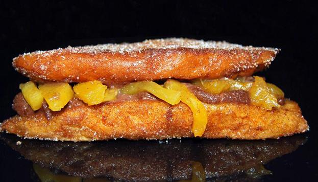 De crema de limón, de té negro con piña... En las pastelerías VAIT rellenan las torrijas de mil y una maneras.
