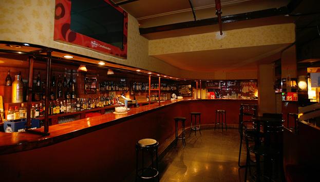 Y los viernes por la noche... ¡nos vemos en Clamores! Una sala mítica de Madrid.