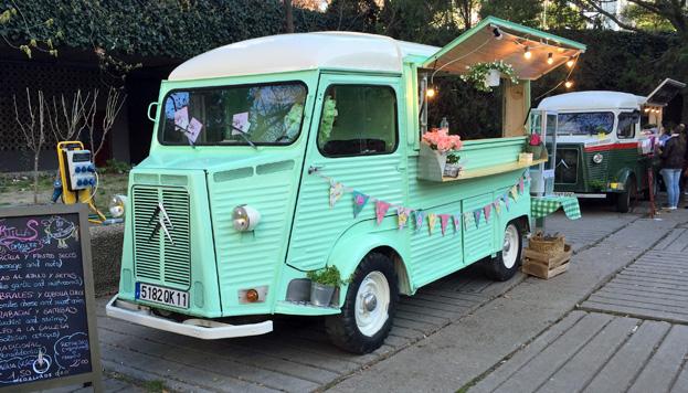 Hay que probar las tortillas de Lucía's, con una de las furgonetas más bonitas de MadrEat.