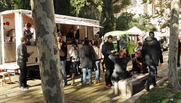 Para los amantes de la street food, MadrEat, en AZCA, es cita obligada cada tercer fin de semana de mes.