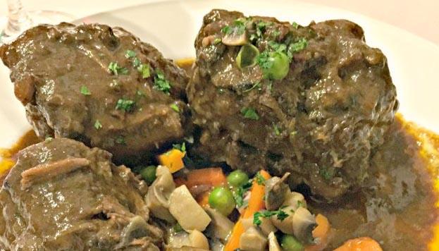 En El Pitaco sirven el rabo de toro con un picadillo de champiñón.