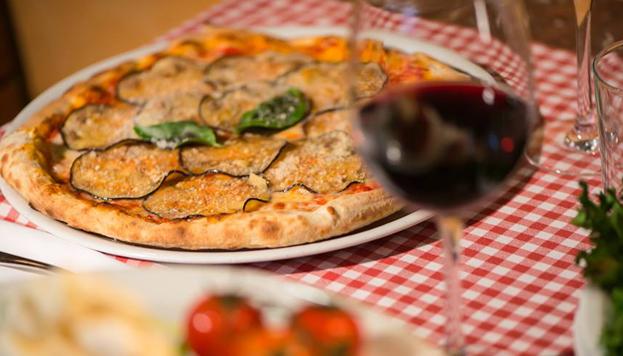 Hasta doce tipos de pizza diferentes ofrecen en el restaurante italiano Emma y Julia