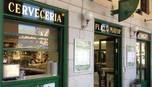 Una recomendación típica y obligada: el bar Plaza Mayor. No hace falta decir dónde está.