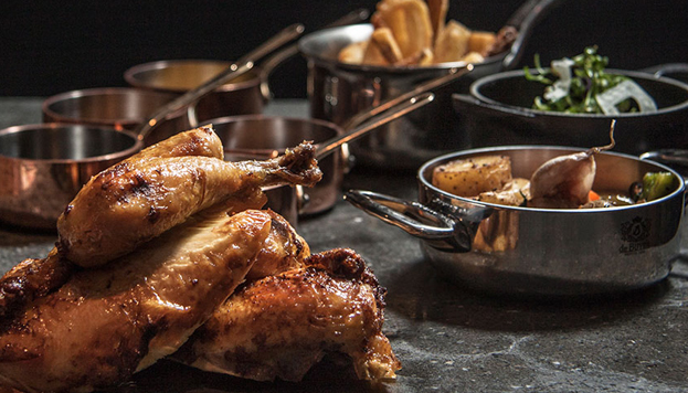 El pollo coquelet es la especialidad del restaurante Aire. Está jugoso... ¡y muy sabroso!