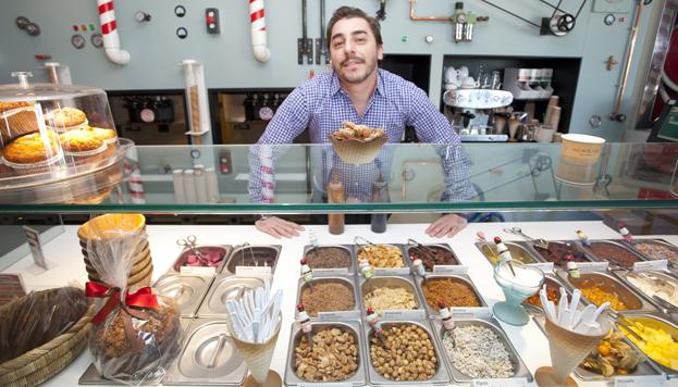 Jordi Roca sorprende a todos con su carrito de helados en el Gourmet Experience de El Corte Inglés de Serrano.
