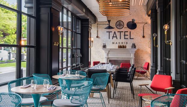 La terraza acristalada de Tatel es perfecta para lel momento del afterwork.
