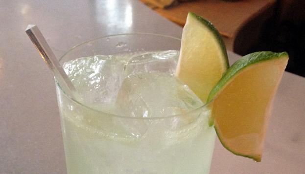 En Punk Bach hay que pedir el Tom Tonic, con ginebra, zumo de limón natural y tónica.