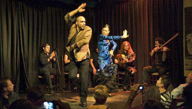 He aquí todo un clásico: Casa Patas. Para cenar y disfrutar con el mejor espectáculo flamenco.