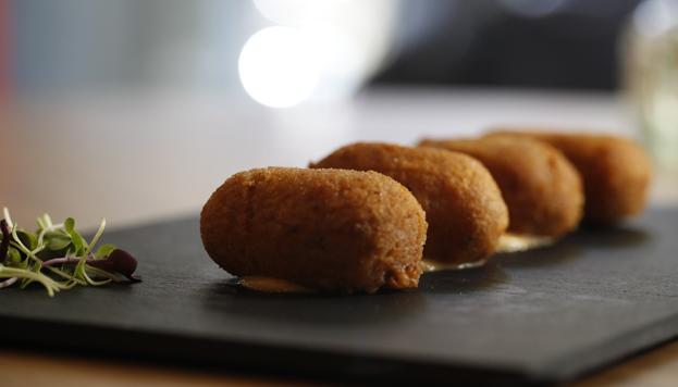 Las croquetas con jamón de bellota de Joselito son ya uno de los platos estrella de la carta.