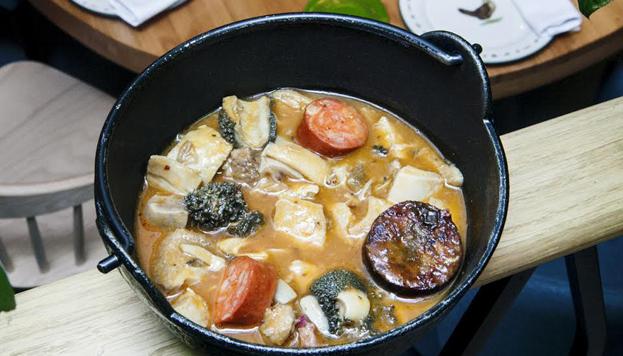 En otoño no hay nada que siente mejor que un plato de callos a la madrileña, como los que sirven en Rooster.