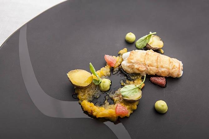 Estas son las cigalas a la plancha con aceite de pimiento rojo que propone Óscar Velasco, del restaurante Santceloni de Madrid.