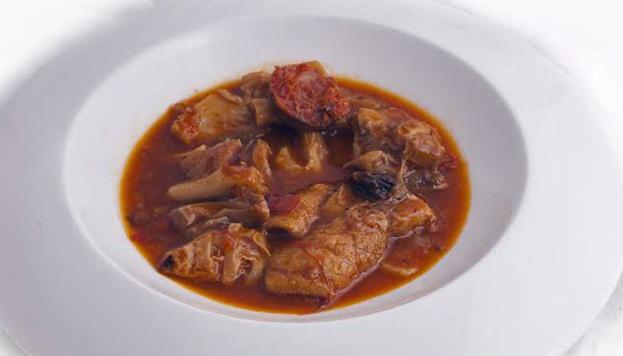 En Casa Paulino puedes degustar un estupendo plato de callos preparado al estilo de la Paca.