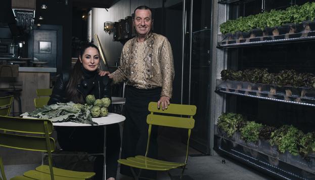 El navarro Floren Domezain es el artífice de este singular restaurante. En la imagen, con su mujer Mercedes Lázaro.