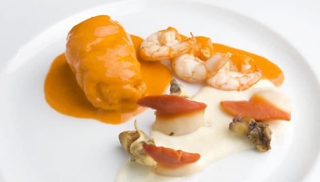 Dani García sorprenderá a sus comensales en Nochevieja con platos como este: lenguado con mariscos de Cádiz.